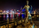 Bruce Lee Statue, Hong Kong. Martial Arts Legend Print/Poster. Sizes: A4/A3/A2/A1 (003322)